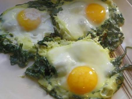 jajka na szpinaku