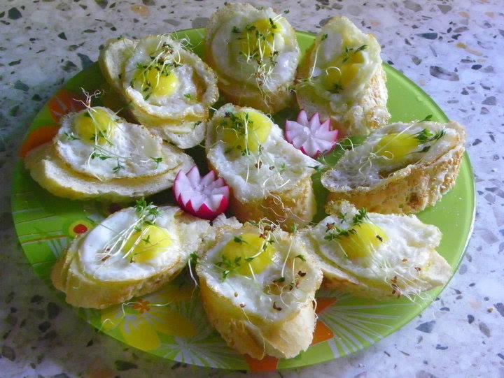 kanapki sowie z jajkami przepiórczymi