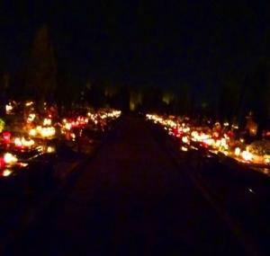 cmentarz nocą