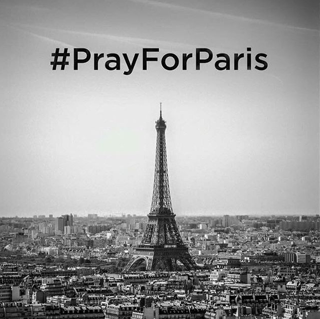 pray for Paris wieża Eifla